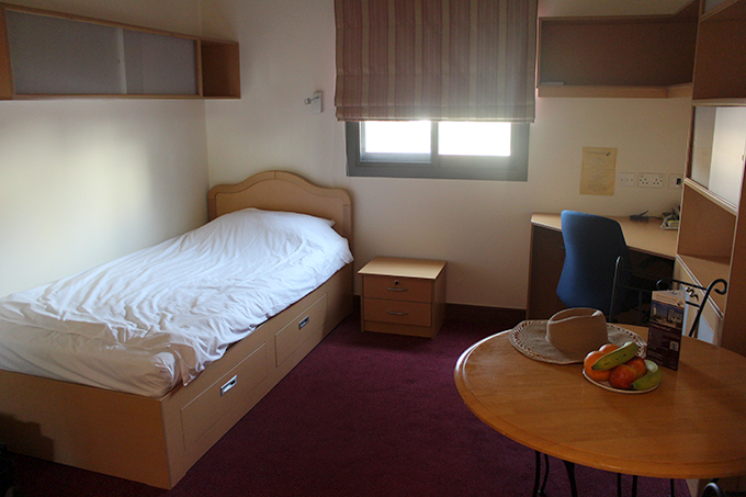 Valitsin Emirates Academyssä yhden hengen huoneen, joka oli todella mukava.