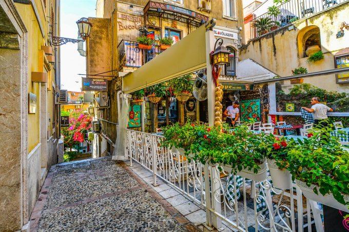 Taorminan ihastuttavat vanhat kadut houkuttelevat
