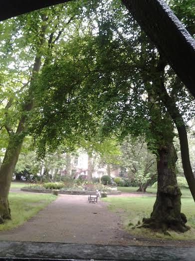 Puiston uumenissa, Lontoo