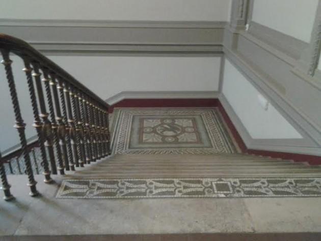 V&A portaikko sisällä