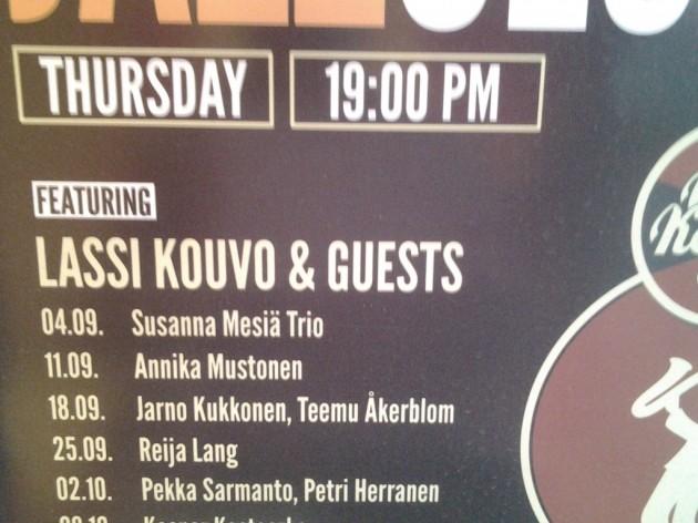 Lassi Kouvo on jazzklubien isäntä. Torstain ohjelma oli saksofoiniviikonloppumme alku