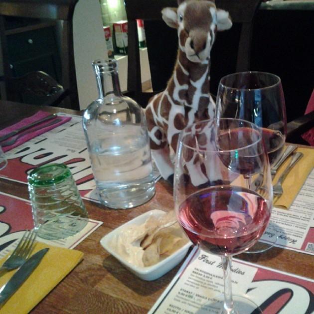 Olipa kerran kirahvi ravintolassa