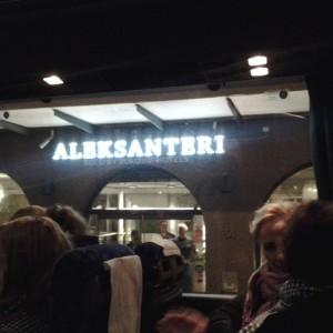 Bussi vei Aleksanteriin jatkamaan iltaa
