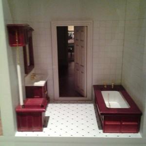 Kylpyhuone hotellinukkekodissa