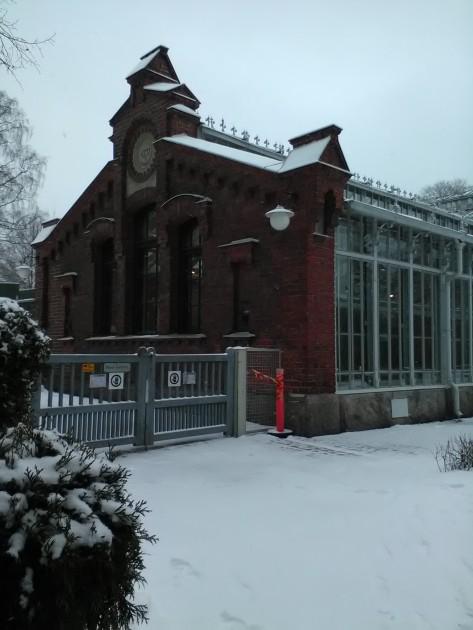 Rakennus kiehtoi silmääni talvellakin. #TalvipuutarhaHelsinki avattiin yleisölle 1893.