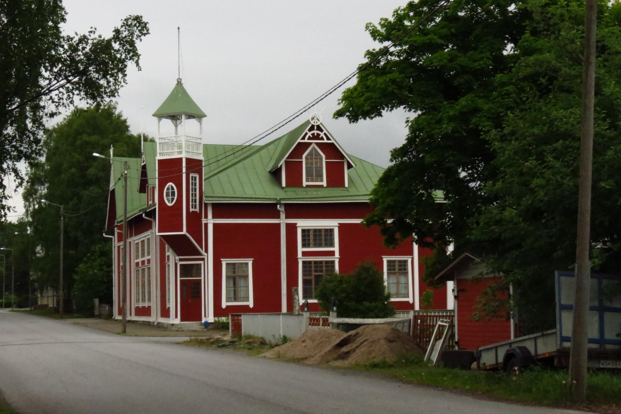 Söpö ja kaunis, mutta siinä se sitten kaikki onkin, kuvaa Kaskista niin kuin tuota taloakin.