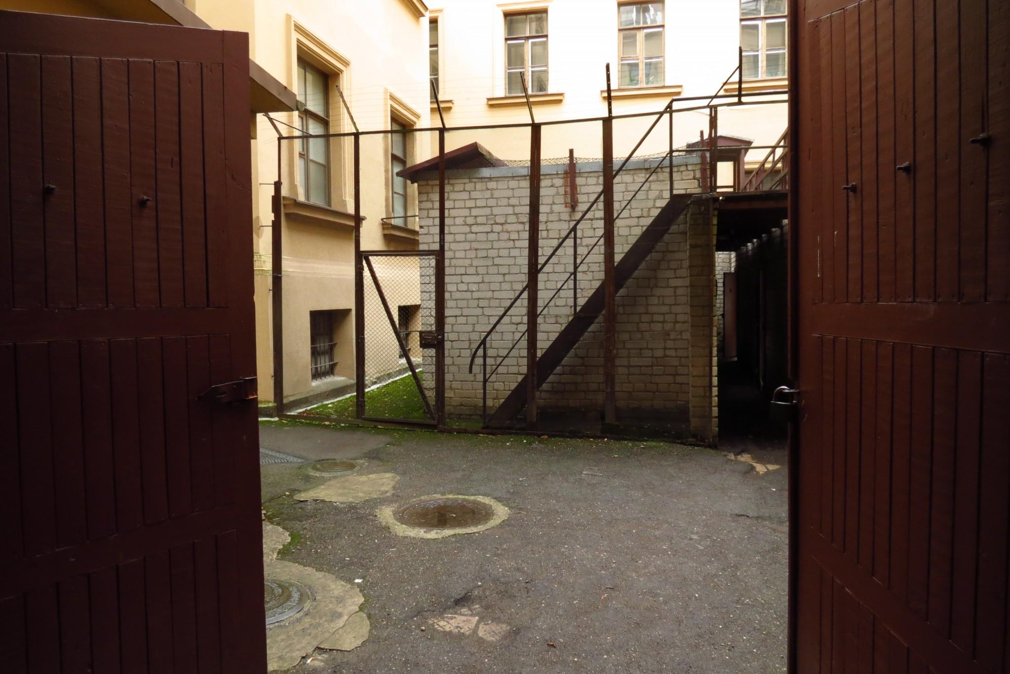 Vankilan piha