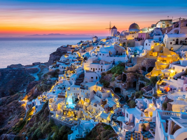 56556bac659c4b4874866123_oia-santorini-greece-cr-alamy