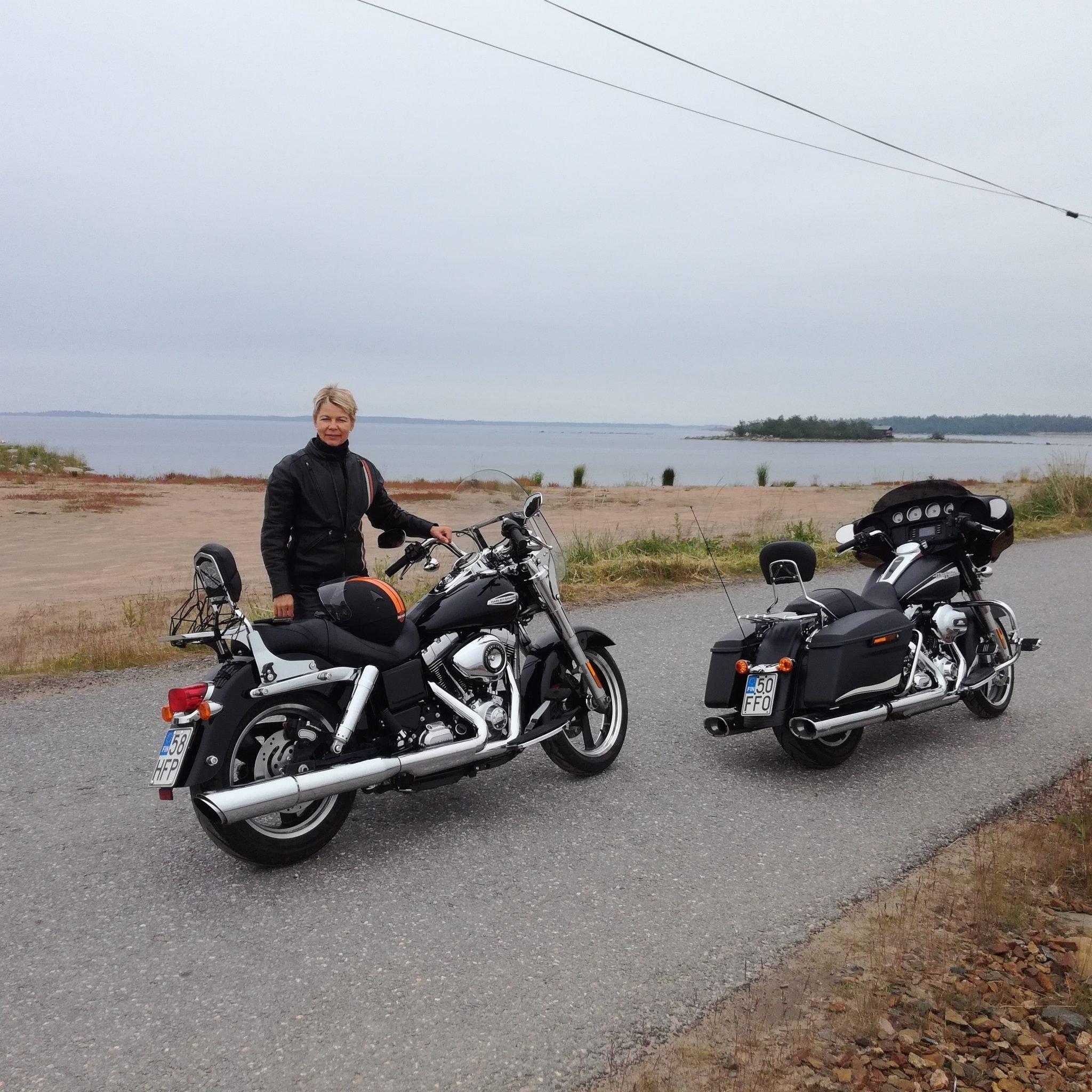 Moottoripyörällä elämyksiä etsien
