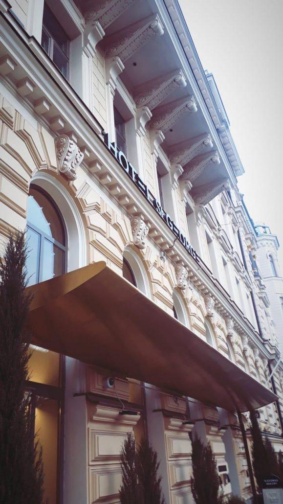 St George hotellin sisäänkäynti ulkoa kuvattuna