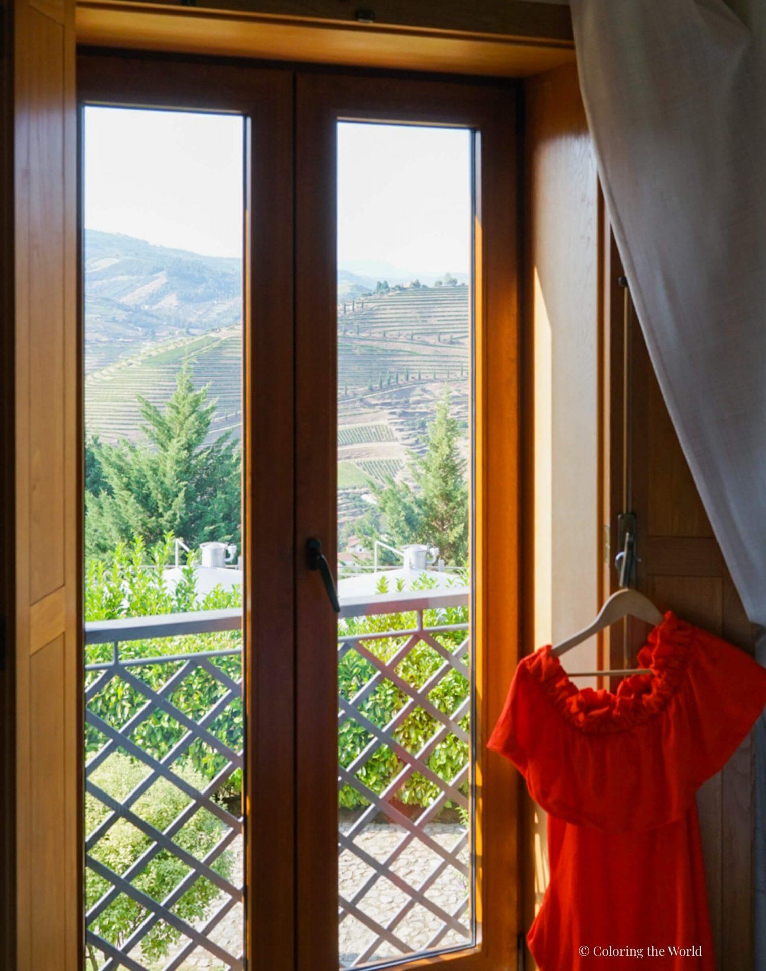 Hotellihuoneen näkymä Douron laaksoon