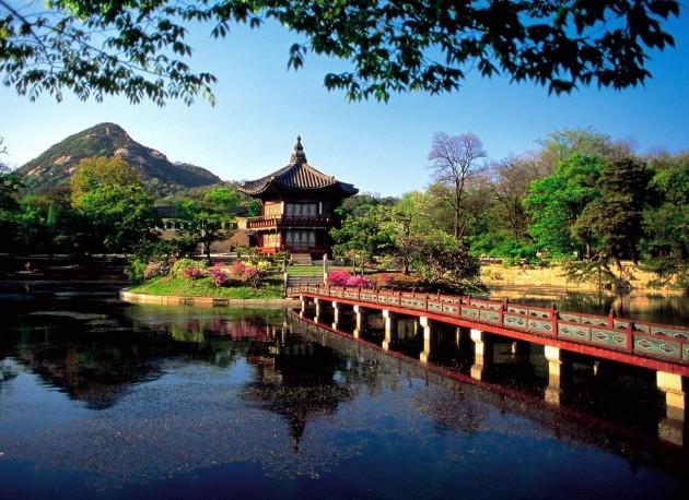 hyangwonjong_pavilion_lake_seoul_south_korea1
