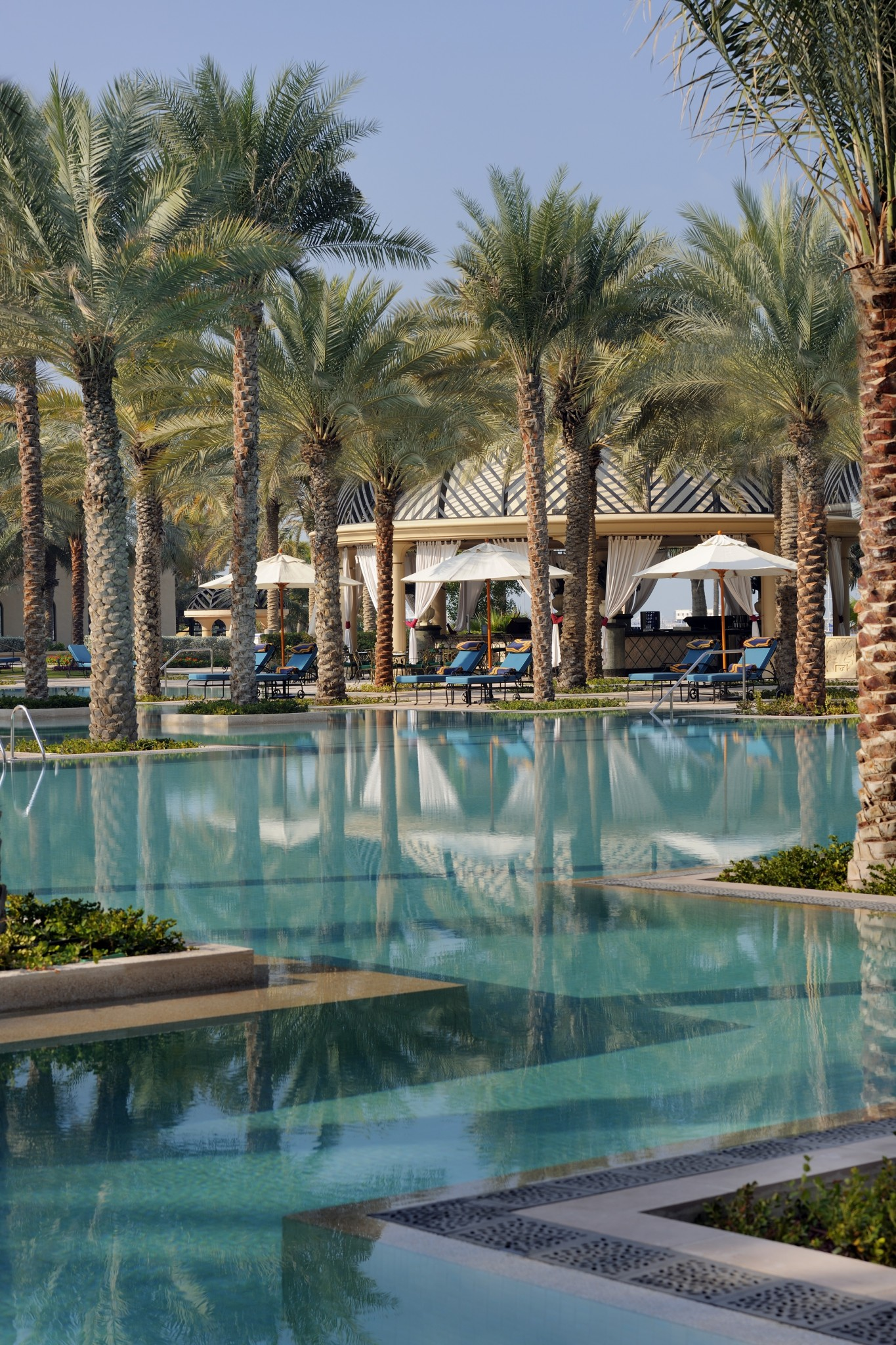 OneAndOnly_RoyalMirage_Resort_PoolsAndBeaches_Pools_ThePalaceGrandPool2_HR