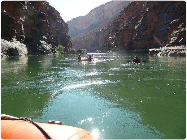 Lähdössä meloon Grand Canyonia
