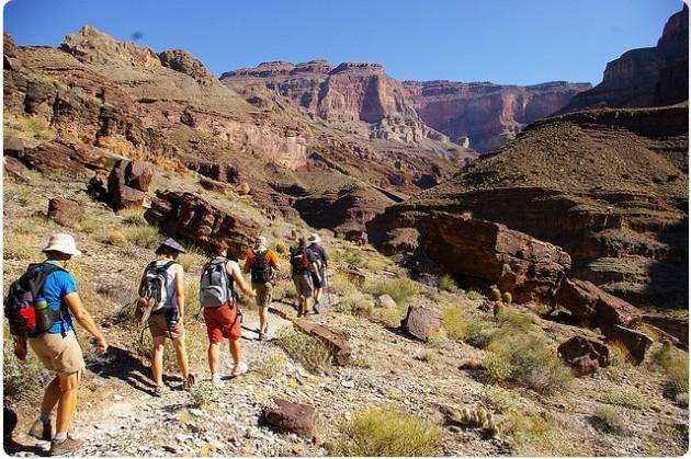 Vaellusta kanjonin maisemissa