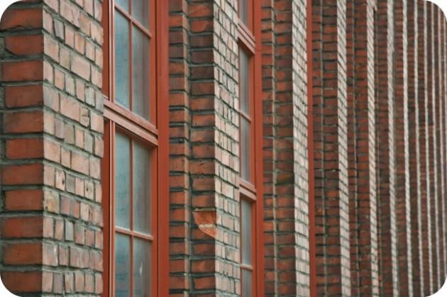 Tiilistä tehdasrakennusta Tampereella