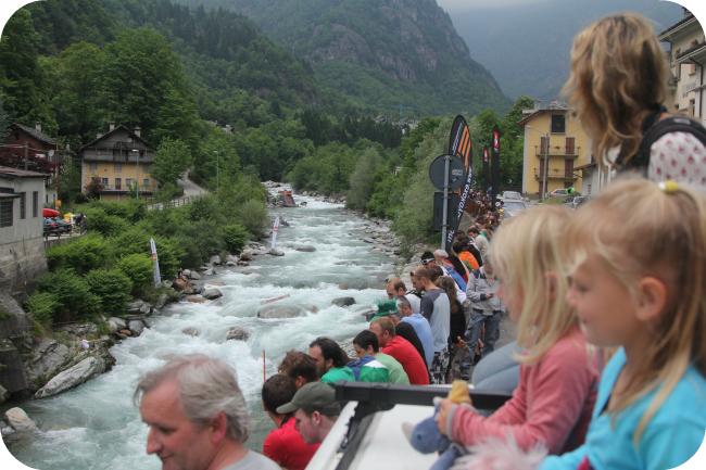Boatercross-kisaa Valsesia River Festivaaleilla