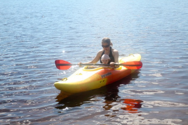 08-Taking-kid-kayaking I @SatuVW I Destination Unknown