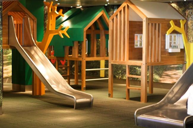Lasten leikkialue Schipholin lentokentällä I @SatuVW I Destination Unknown