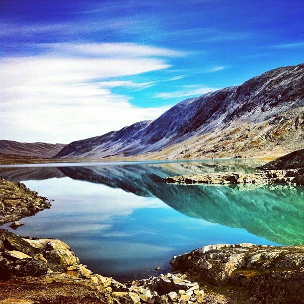 Järvinäkymiä Gamle Strynrfjellsvegenin varrella via Instagram I @SatuVW I Destination Unknown