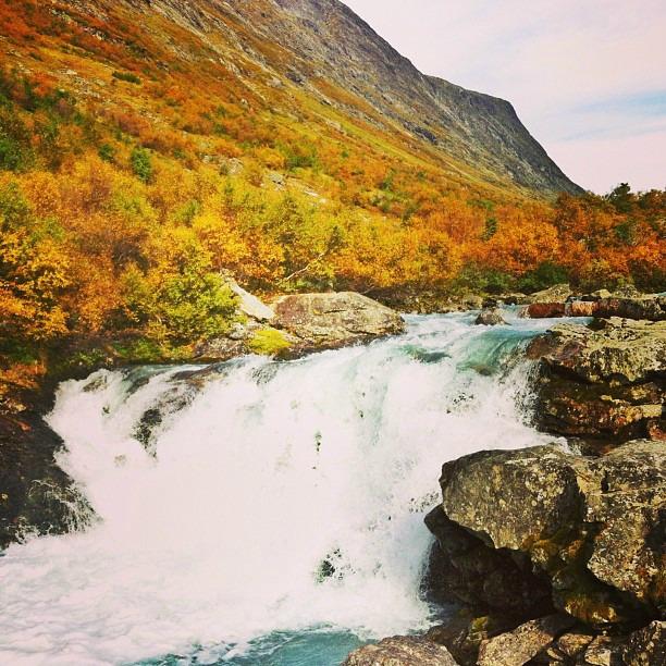 Videfossen vesiputous Norjassa via Instagram I @SatuVW I Destination Unknown