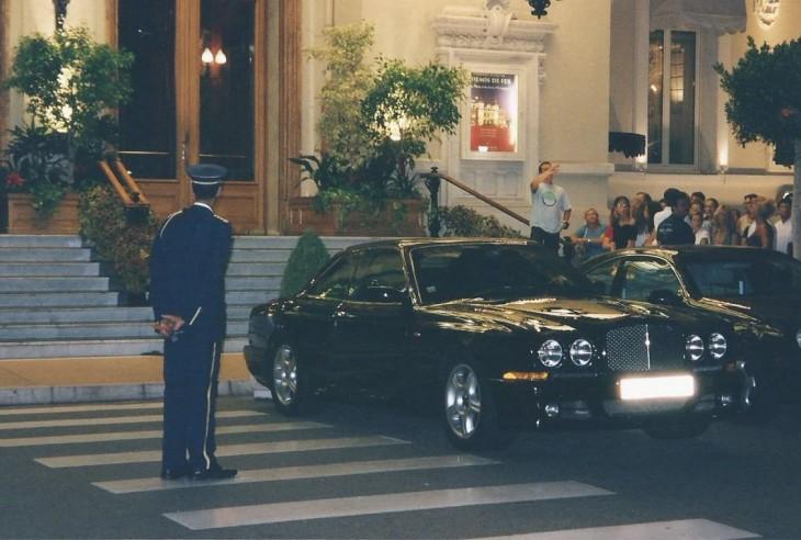 Monte Carlon Casinon edustalta löytyy arvoautoja Photo Copyright Elämää ja Matkoja