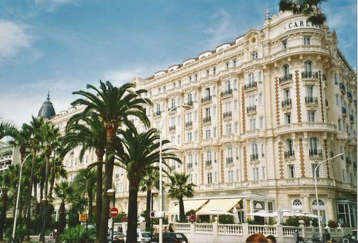 Legendaarinen Hotel Carlton Cannesissa on majoittanut monia kuuluisuuksia Phot Copyright Elämää ja Matkoja
