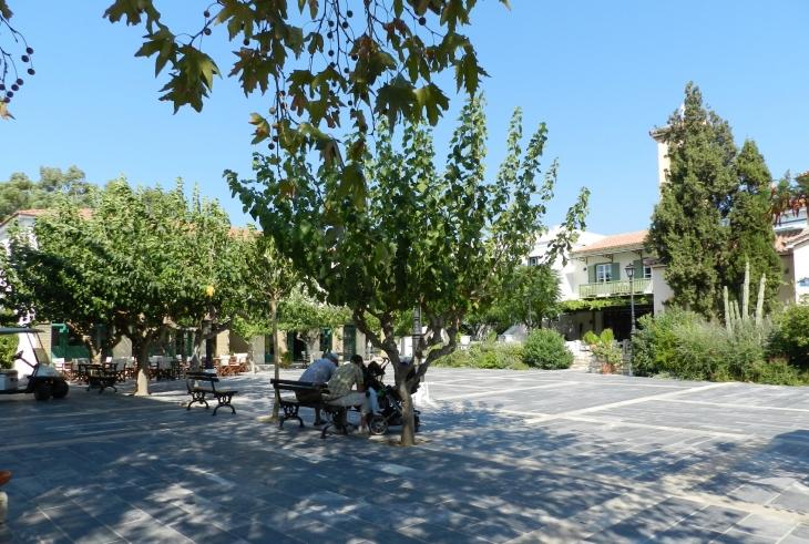 Blue Village Doryssa Seaside Resortin Village osa on rakennettu kreikkalaisessa pikkukylän tyyliin. Photo copyright Elämää ja Matkoja