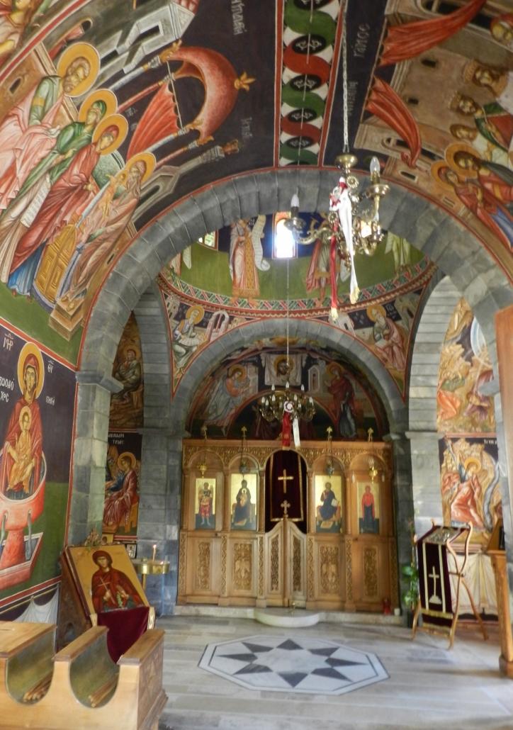 Villagen kirkko sisältä. Photo copyright Elämää ja Matkoja