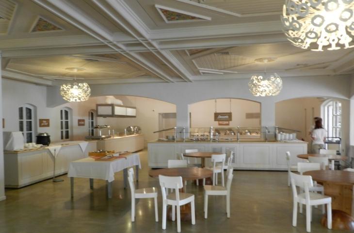 Villagen buffe-ravintola. Photo copyright Elämää ja Matkoja