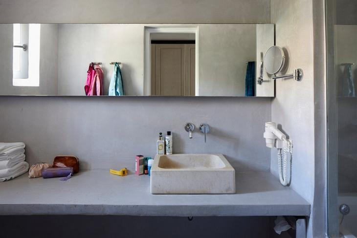 Kylpyhuoneen pelkitetyssä tyylissä näkyy Samoslaisten perinteiden kunnioitus. kuva Finnmatkat