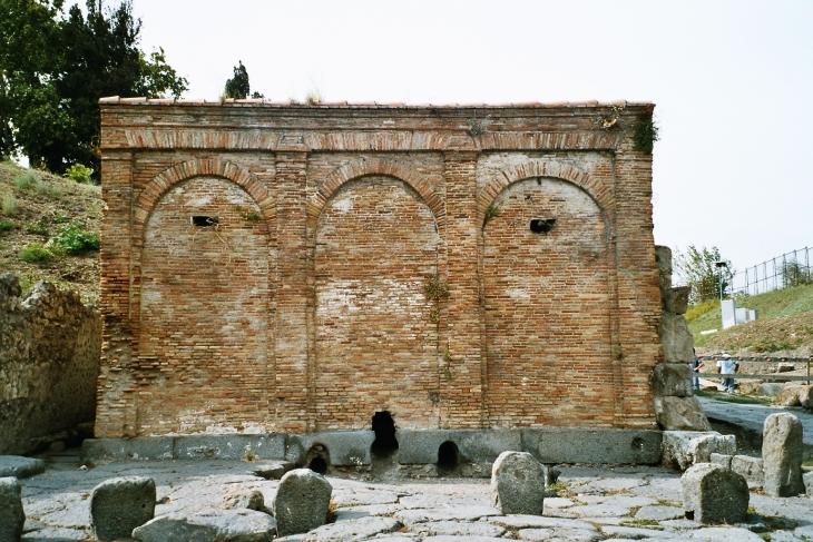 Pompei oli edistyksellinen kaupunki, jossa oli oma vesilaitos ja vesijohtoverkosto. Photo copyright Elämää ja Matkoja