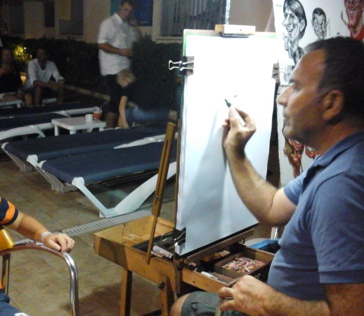 Taiteilija työssään. Photo copyright Elämää ja Matkoja