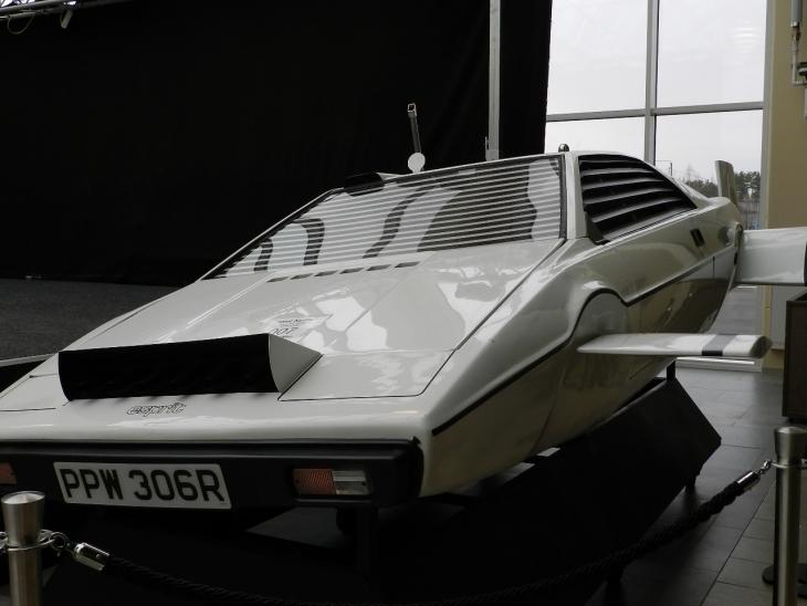 James Bond elokuvasta tuttu auto on rantautunut Road Houseen. Photo copyright Elämää ja Matkoja