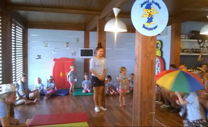 Bamse-kerholaiset järjestivät meille vanhemmille sirkus-näytöksen. Photo copyright Elämää ja Matkoja
