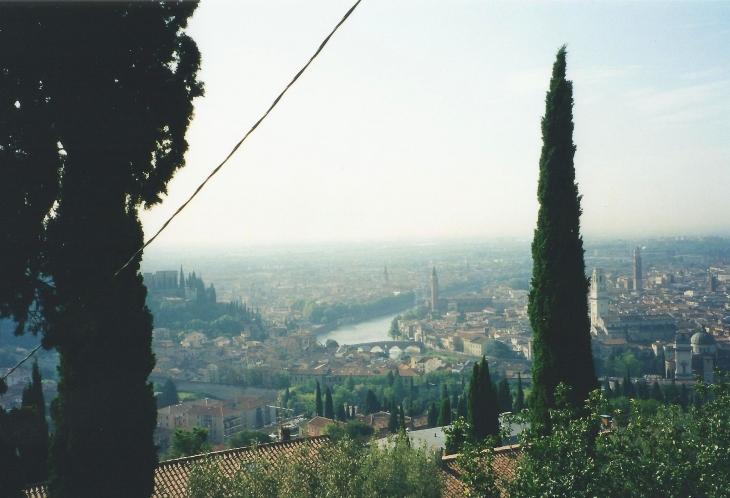 Näkymät Veronaan näköalapaikalta. Photo copyright Elämää ja Matkoja