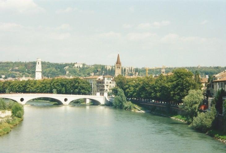 Verona sijaitsee Adigejoen varrella. Photo copyright Elämää ja Matkoja