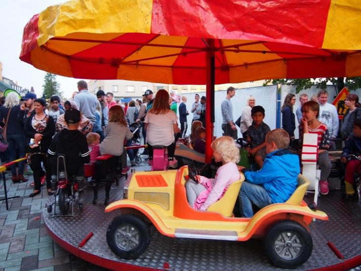 Perinteinen karuselli oli suosittu.  Photo copyright Elämää ja Matkoja matkablogi - travel blog