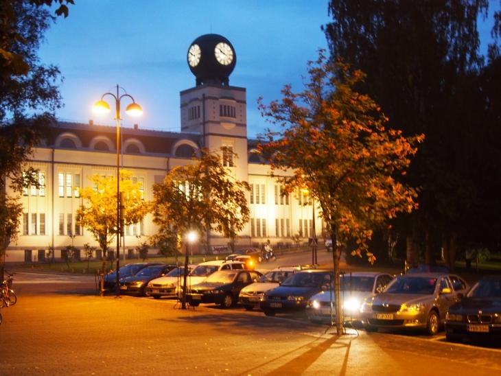 Kaupungin symboli on Strengbergin tupakkatehtaan vuonna 1909 valmistunut kello. Photo copyright Elämää ja Matkoja