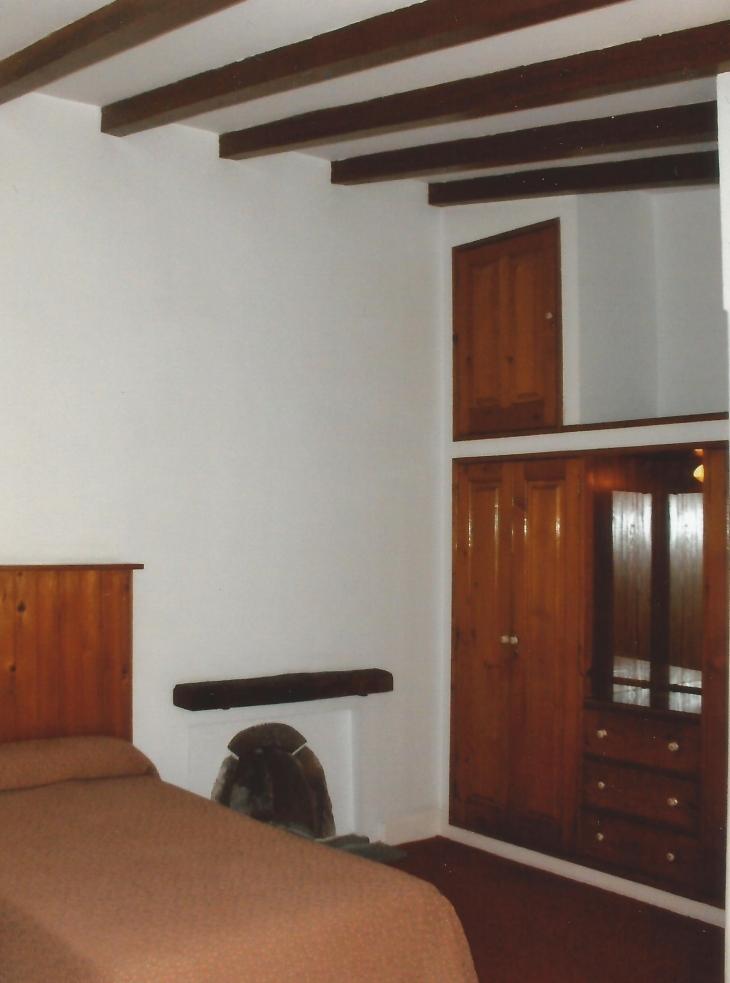 Vanhan ajan tyylinen huoneemme omassa pikkutalossa. Photo copyright Elämää ja Matkoja