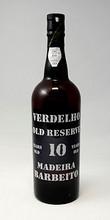 Palkittu 10 vuotias Madeira Barbeito Verdelho on hyvä tuliainen. photo http://www.madeira-shopping.com/