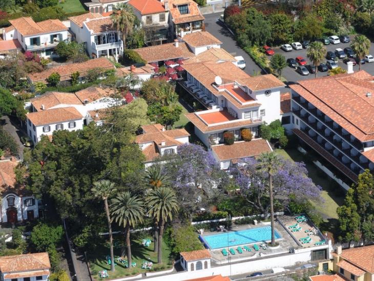 Huoneemme sijaitsi oikealla etualalla sijaitsevassa pikkurakennuksessa. Photo Quinta da Penha de Franca