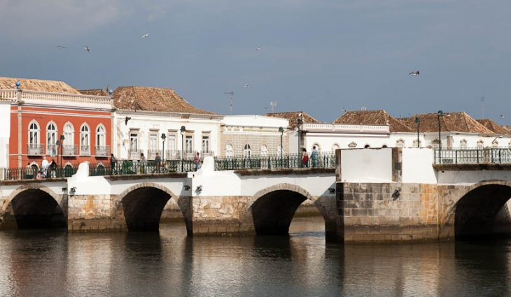 Tavira on tunnettu koristeellisista taloistaan.