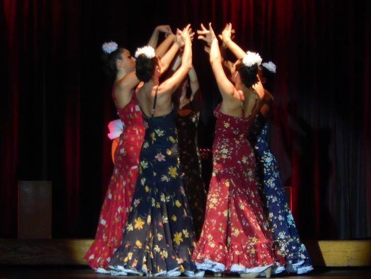 dancers-995039_1920