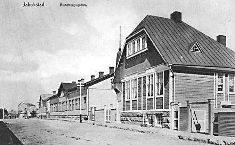 Runeberginkatu, Pietarsaaru. Kuva SLS postikortista.