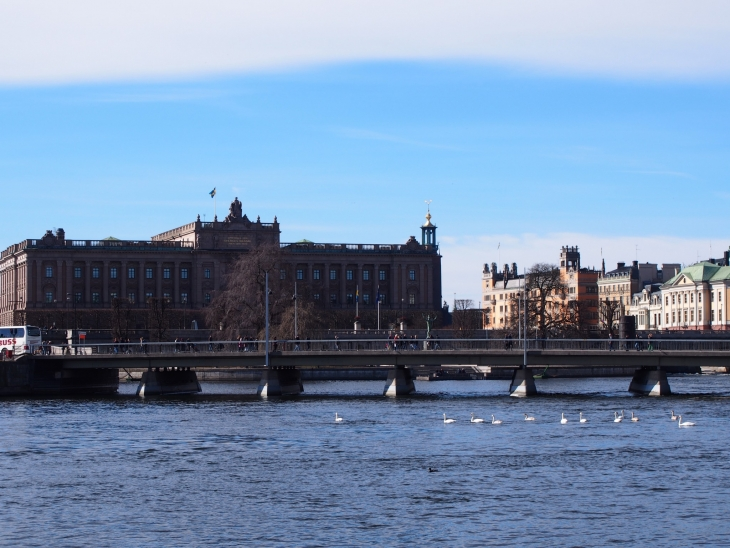 Kuninkaanlinnaa ja Gamla Stania voit katsella Skeppsholmenin kävelyretkelläkin. Photo © Elämää ja Matkoja