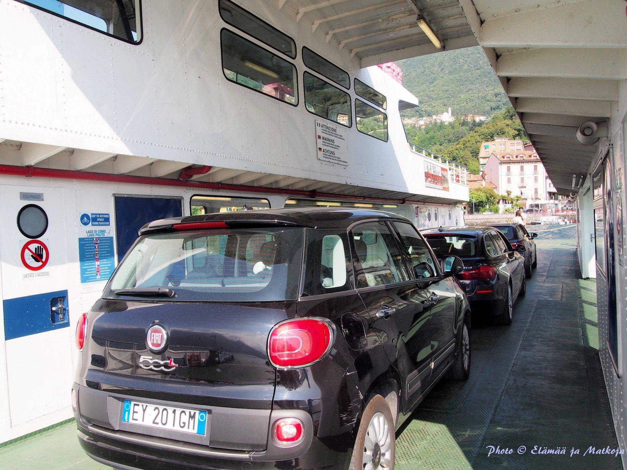 Ei mikää Ferrari, mutta näppärä Cinquecento Largomme matkalla Bellagioon. Photo © Elämää ja Matkoja
