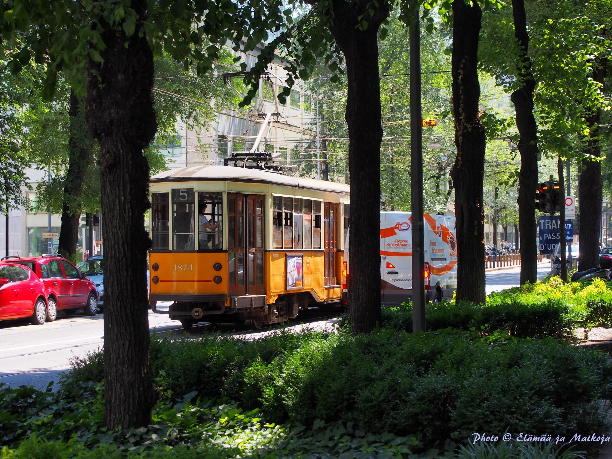 Milanon keskustaan voit matkata myös vanhanajan ratikalla. Photo © Elämää ja Matkoja