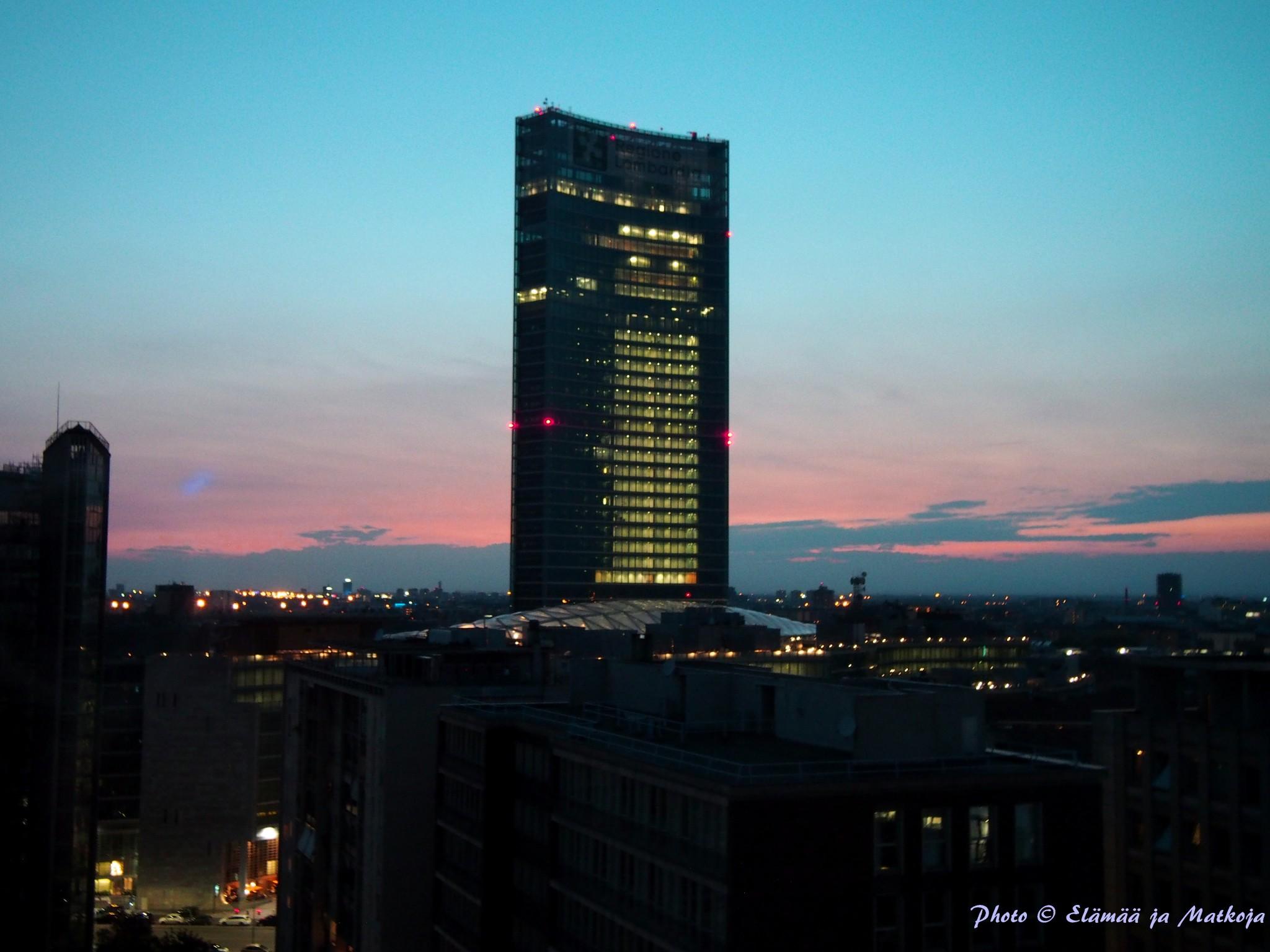 15 kerroksen huoneen iltanäkymä oli kaunis Photo © Elämää ja Matkoja