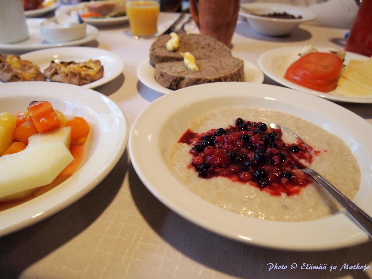4 henkisen perheen aamupalalle löytyy valinnanvaraa riittämiin! Photo © Elämää ja Matkoja